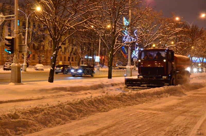 Cancelamento das ruas da neve após uma queda de neve fotos de stock