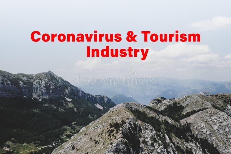 Cancelamento de trechos durante a quarentena do coronavírus Montanhas no dia ensolarado imagens de stock royalty free