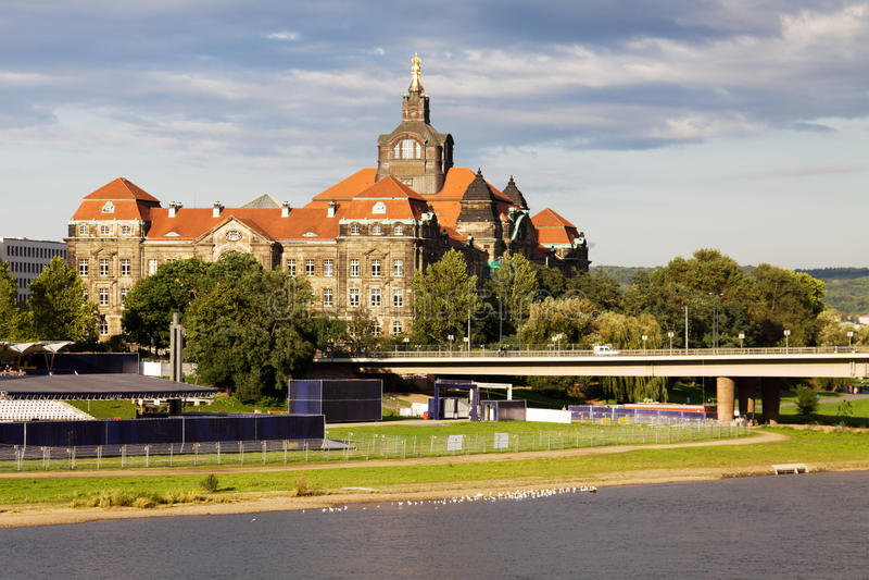 Cancelleria dello stato della Sassonia a Dresda, Germania immagini stock