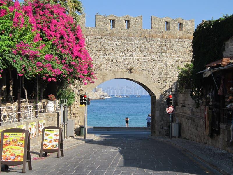 Download Cancello al mare fotografia stock editoriale. Immagine di isola - 56889498