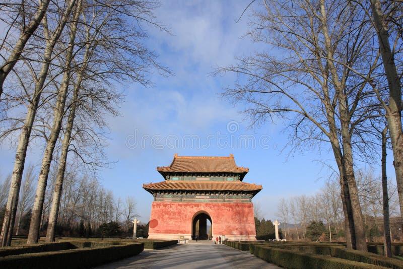 Cancello alla strada sacra delle tombe di dinastia di Ming in B fotografia stock libera da diritti