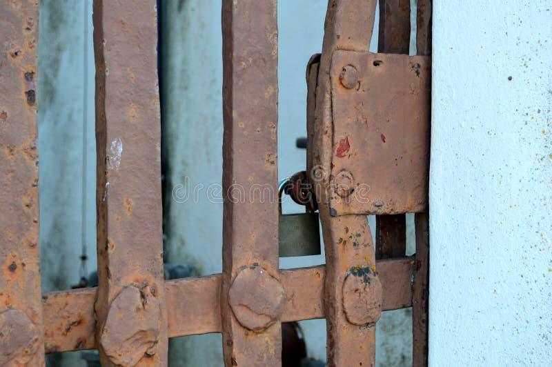 Cancello arrugginito fotografia stock