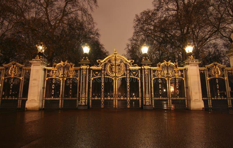 Cancello del Buckingham Palace fotografia stock