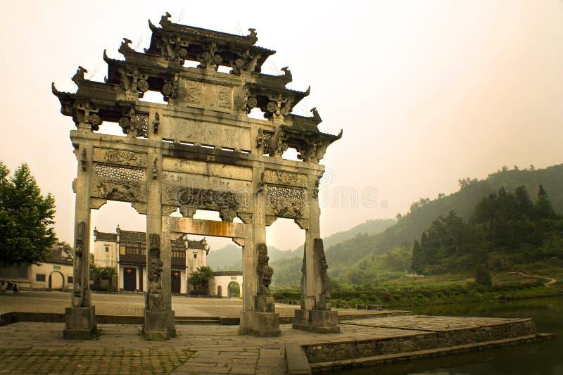 Cancello dell'entrata al villaggio di xidi, sud della Cina fotografia stock