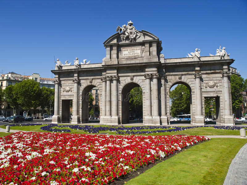 Cancello di Alcala nel quadrato di indipendenza, Madrid immagine stock