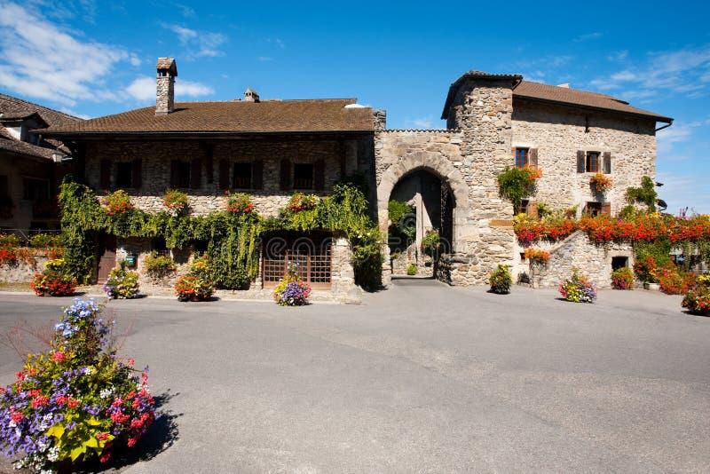 Cancello di fronte medioevale di Yvoire del villaggio fotografie stock