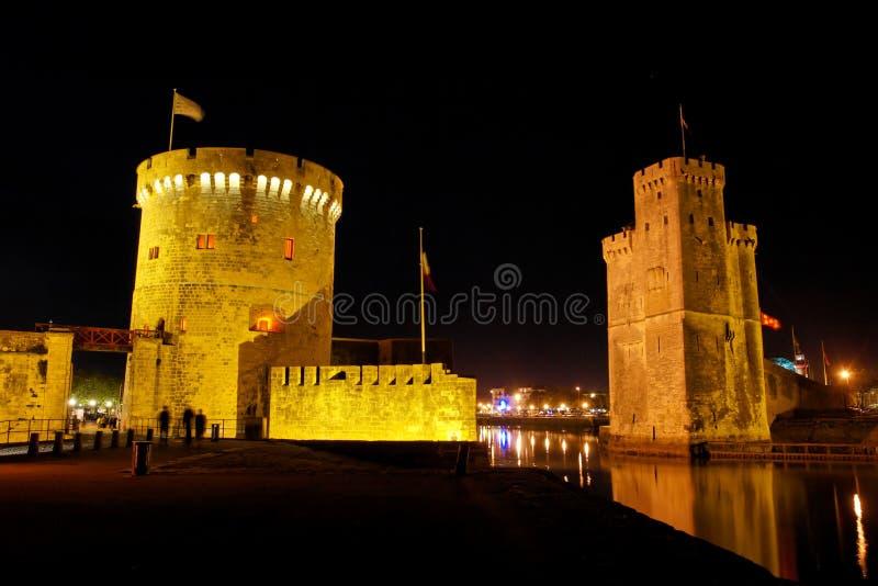 Cancello di La Rochelle alla notte fotografie stock libere da diritti