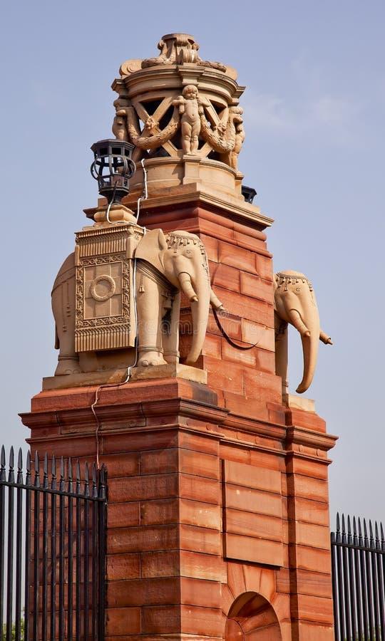 Cancello di pietra Nuova Delhi di Rashtrapati Bhavan degli elefanti fotografia stock libera da diritti