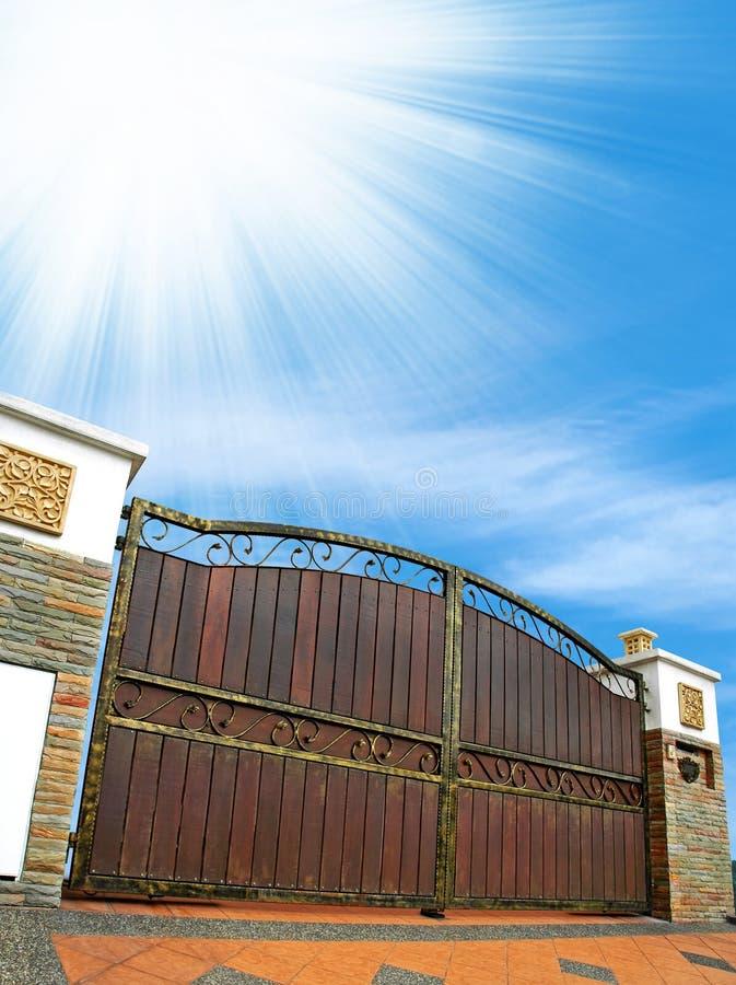 Cancello moderno della casa fotografie stock
