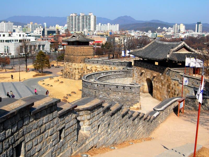 Cancello occidentale nella fortezza di Hwaseong, Suwon immagini stock