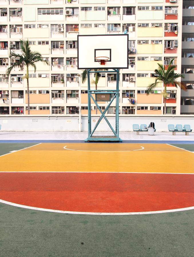 Cancha de básquet en estado del arco iris en Hong Kong fotografía de archivo