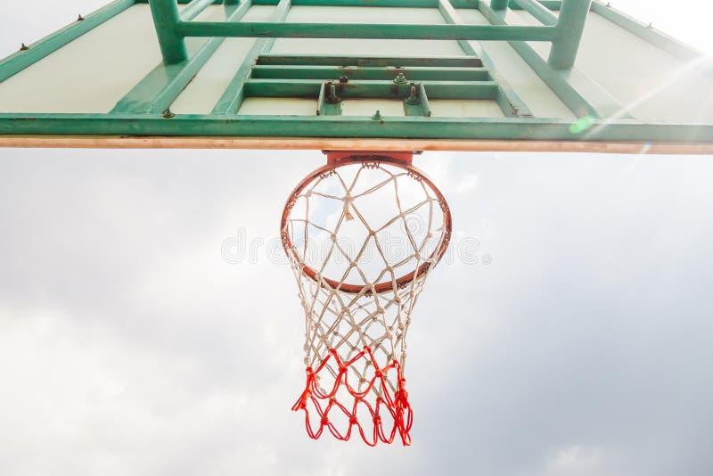 Cancha de básquet era determinado fuera del edificio imagen de archivo