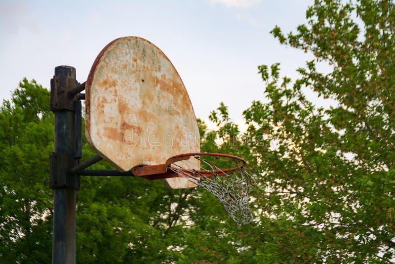 Cancha de básquet resistida de Cercano oeste imagenes de archivo