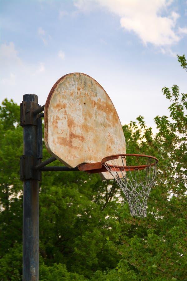 Cancha de básquet resistida de Cercano oeste foto de archivo libre de regalías