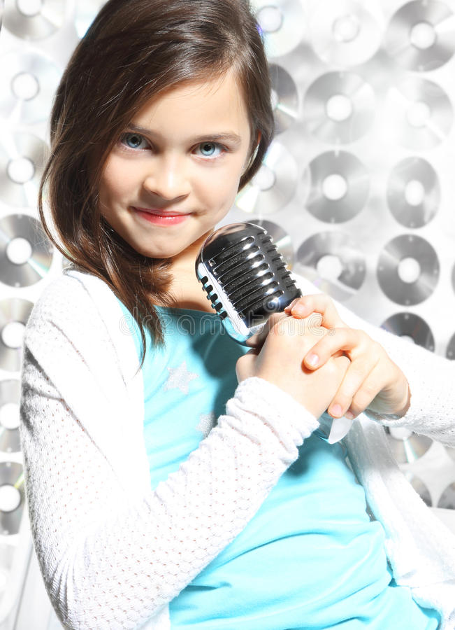 Canción, niño talentoso foto de archivo