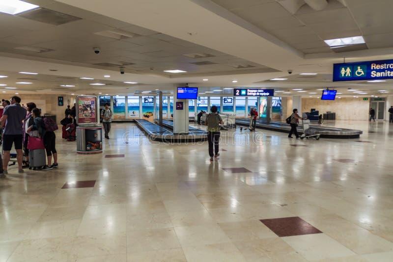 CANCUN, ΜΕΞΙΚΌ - 24 ΦΕΒΡΟΥΑΡΊΟΥ 2016: Περιοχή αξίωσης αποσκευών στο διεθνή αερολιμένα Cancun, Mexi στοκ φωτογραφία με δικαίωμα ελεύθερης χρήσης