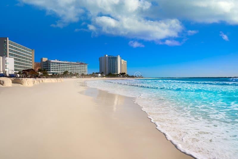 Cancun forumstrand Playa Gaviota Azul arkivfoton