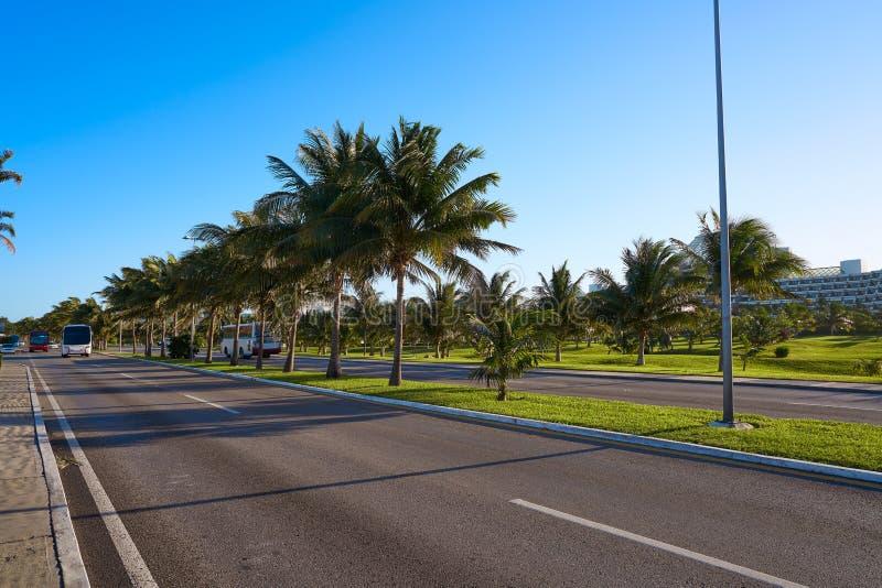 Cancun Mexico Kukulcan blvd Mexico royaltyfria foton