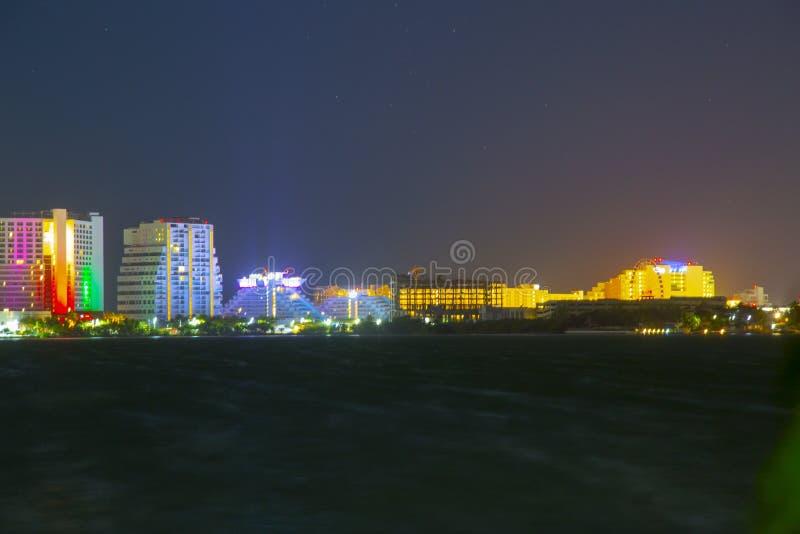 CANCUN, MEXIKO - 5. Januar 2019: Hotelzone nachts lizenzfreie stockbilder