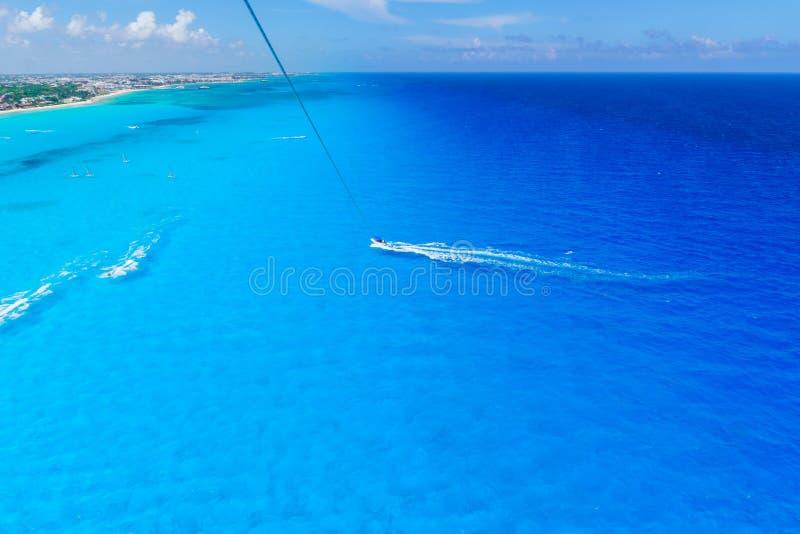 Cancun Mexique du ` s de Cancun de vue d'oeil d'oiseaux échoue - le parachute ascensionnel photos stock