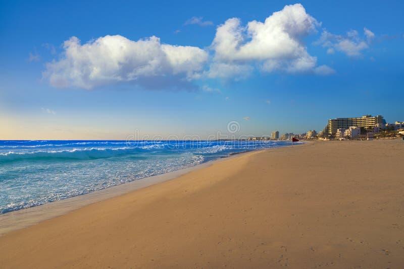 Cancun soluppgång på den Delfines stranden Mexico royaltyfria foton