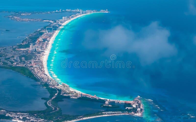 Cancunstrand in de loop van de dag stock afbeelding