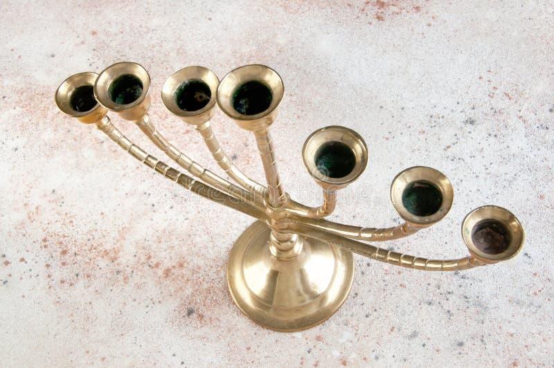 Candélabre en laiton de Vntage pour sept bougies images stock