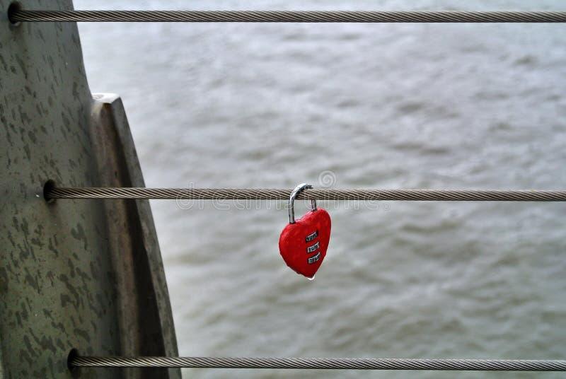 Candado en forma de corazón fotos de archivo