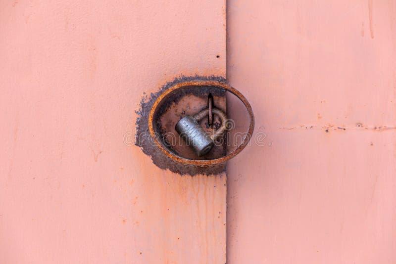 Candado en puertas del hierro imágenes de archivo libres de regalías