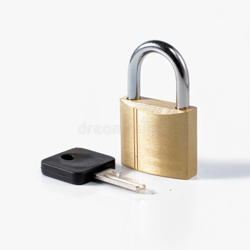 Candado y clave foto de archivo