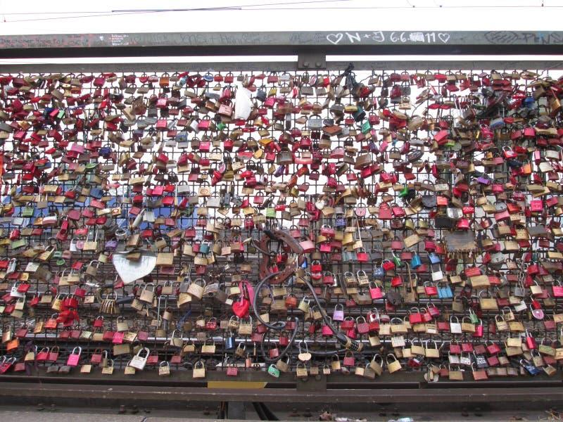 Candados en el puente en Koln imágenes de archivo libres de regalías