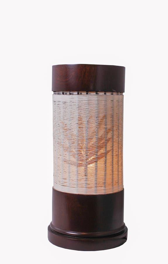 Candeeiro de mesa de madeira isolado no branco foto de stock royalty free