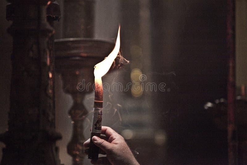 Candela alla chiesa del sepolcro santo di vecchia città di Gerusalemme fotografia stock