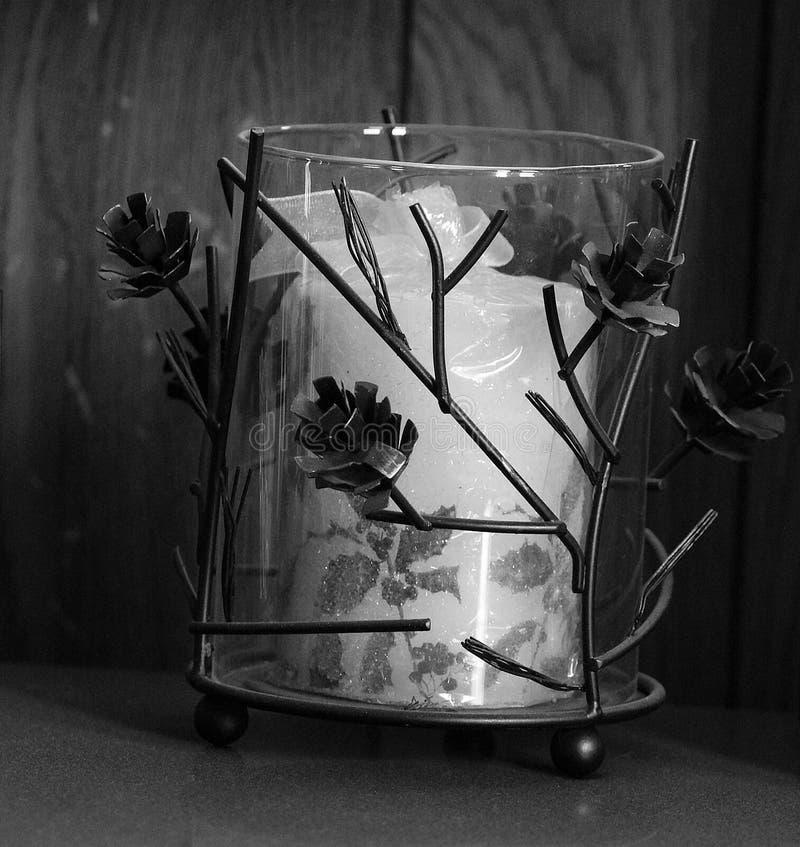 Candela dotata in bianco e nero fotografia stock libera da diritti