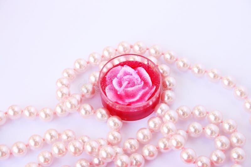 Candela e collana della Rosa immagini stock libere da diritti