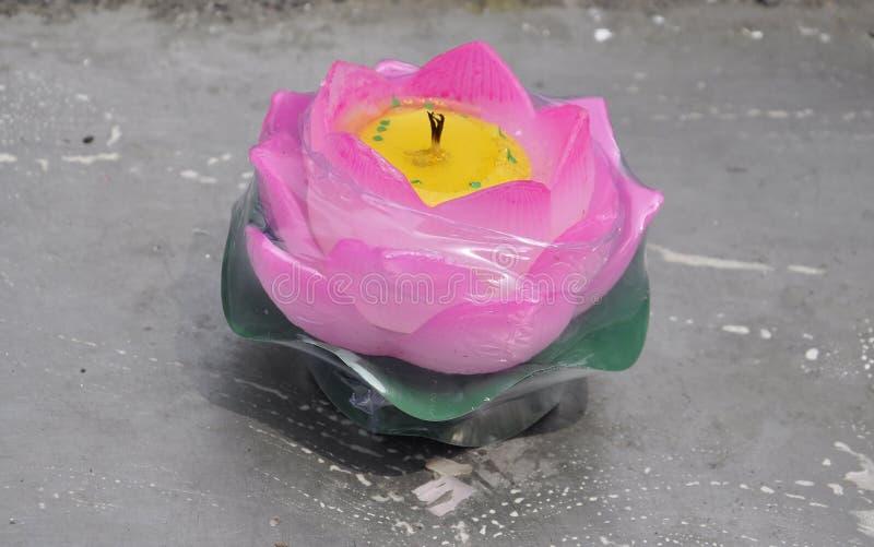 Candela isolata del fiore di loto sul posto di preghiera da Jade Buddha Temple immagine stock libera da diritti