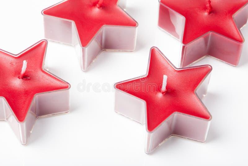 Candela nella forma rossa della stella, isolata su bianco fotografia stock libera da diritti
