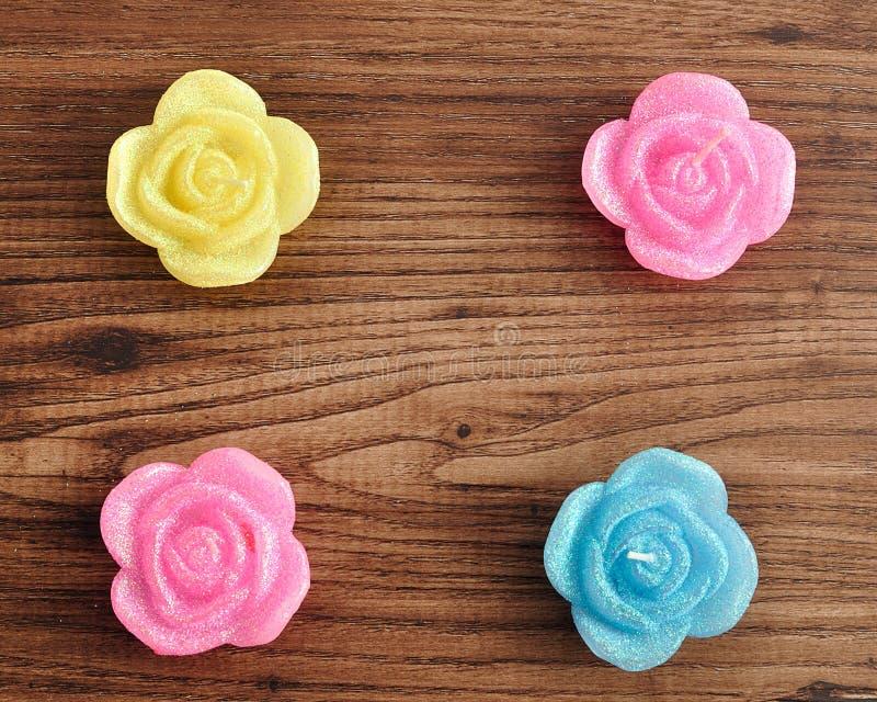 Candela sotto forma delle rose immagine stock