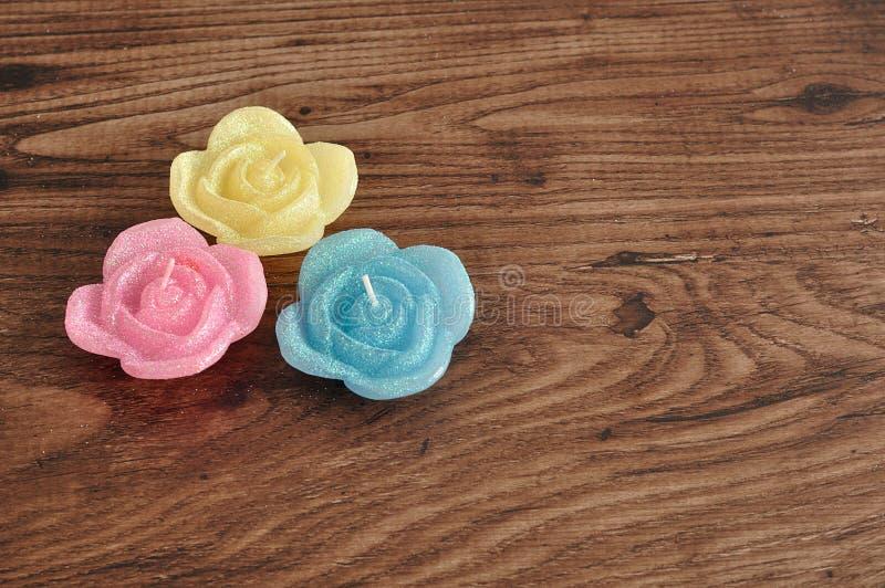 Candela sotto forma delle rose fotografia stock