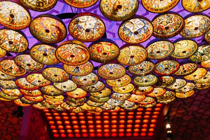 Candelabro bonito no estilo oriental no teto imagens de stock