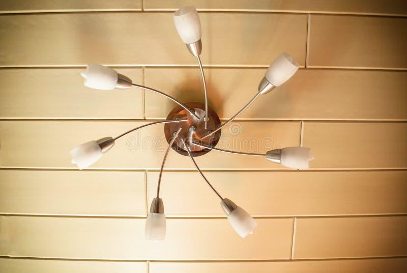 Candelabro elétrico dos sete elementos dos abajures e das lâmpadas imagens de stock