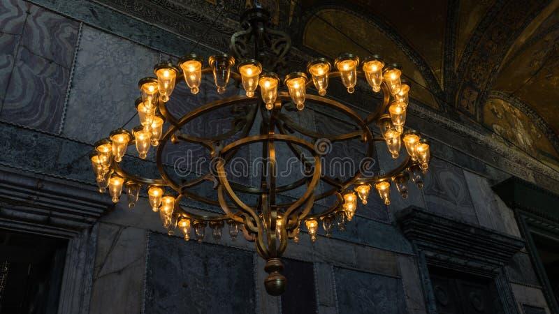 Candelabro no Hagia Sophia Museum em Istambul, Turquia foto de stock royalty free