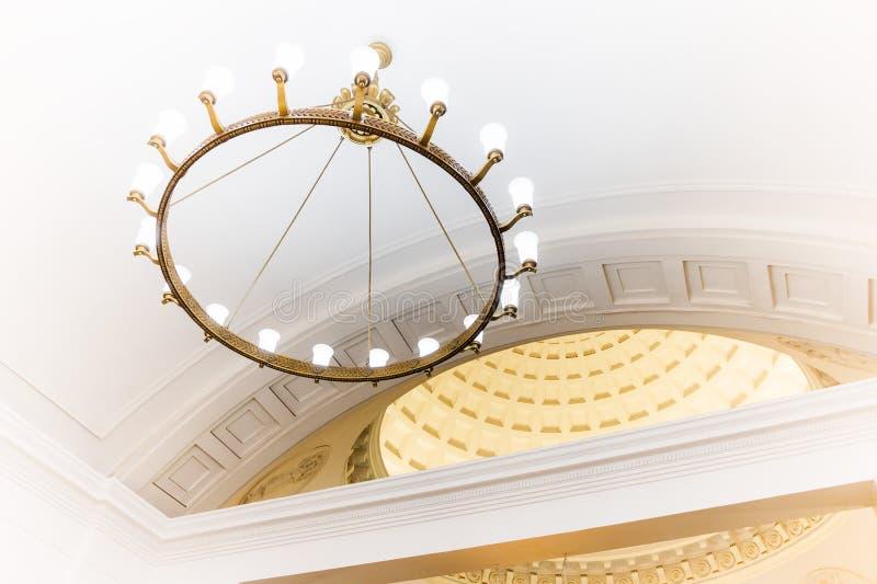Candelabro no metro de Moscou foto de stock royalty free