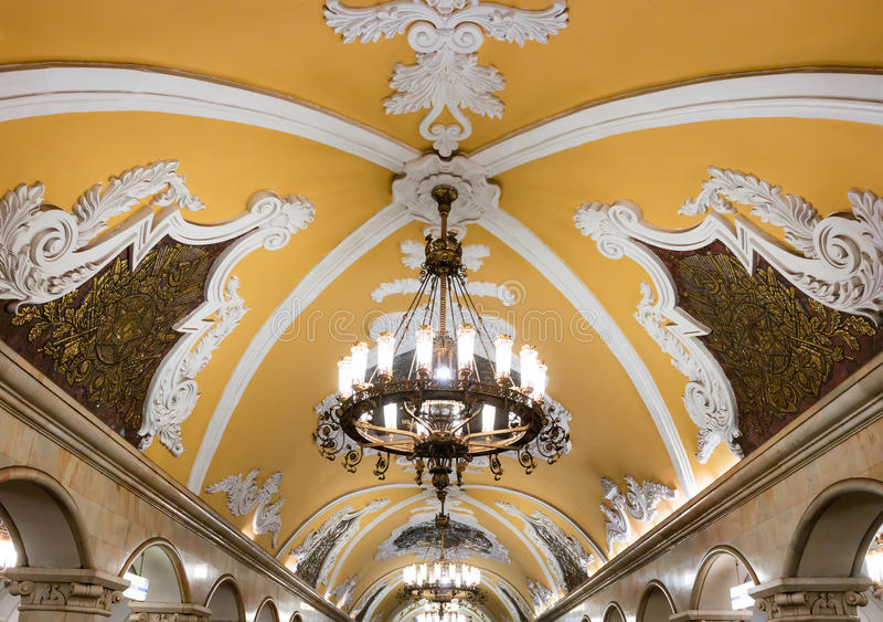 Candelabro no metro de Moscou fotografia de stock royalty free
