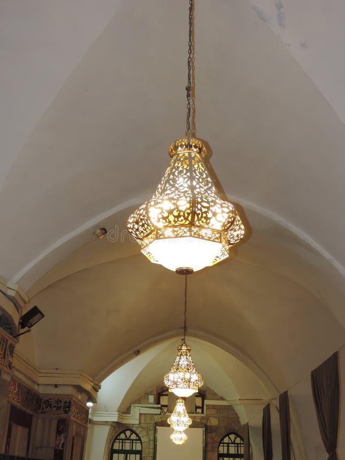 Candelabros no teto da caverna dos patriarcas, Jerusalém imagem de stock royalty free