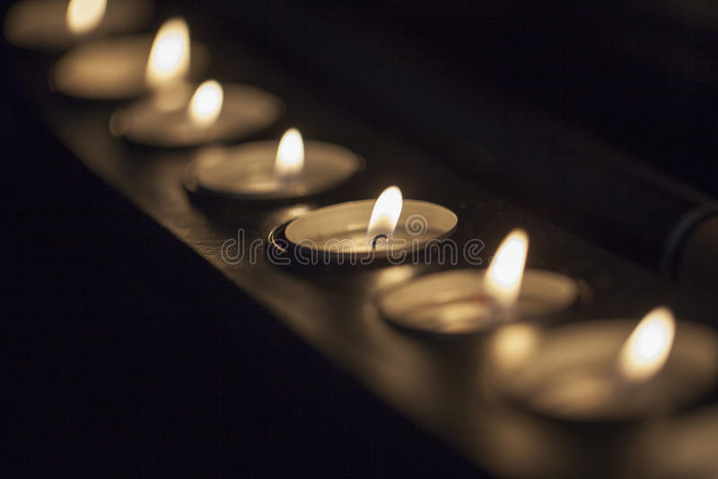 Download Candele fotografia stock. Immagine di glowing, tranquil - 56892166