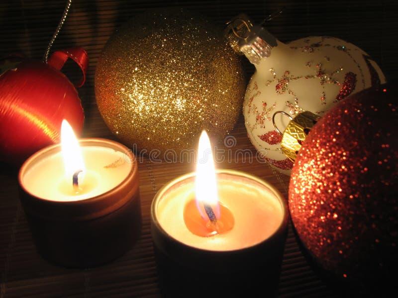 Candele Burning sulla notte di Natale fotografia stock libera da diritti