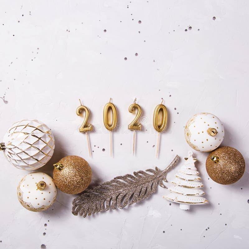 2020 candele di festa come simbolo del nuovo anno fotografia stock