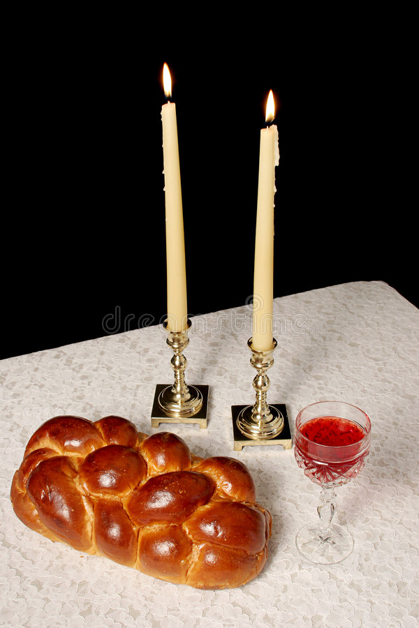 Candele di Shabbat illuminate fotografia stock libera da diritti