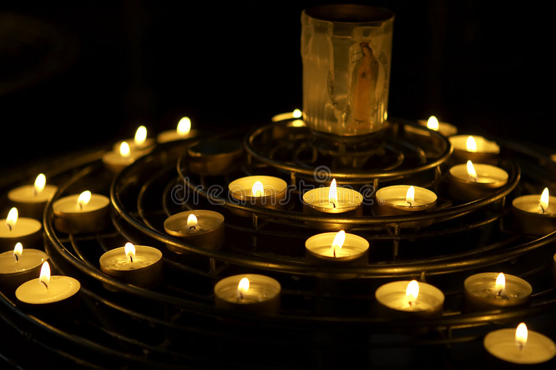 Download Candele Illuminate Come Preghiera, Notre Dame, Cattedrale, Parigi, Francia Fotografia Stock - Immagine di honouring, luce: 208360